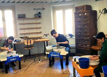 Terre Ceramica e Arte - Allievi al tornio
