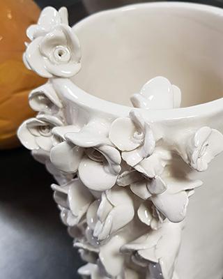 Terre Ceramica e Arte - Lavori degli allievi - Vaso con fiori